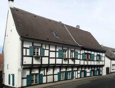 Altes Gerichtsgebaeude in Urdenbach